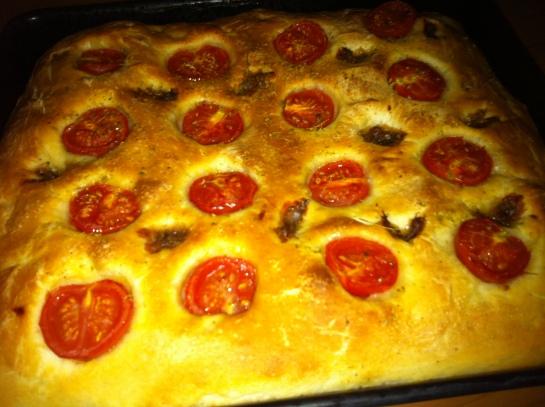 Focaccia con pomodorini e Acciughe