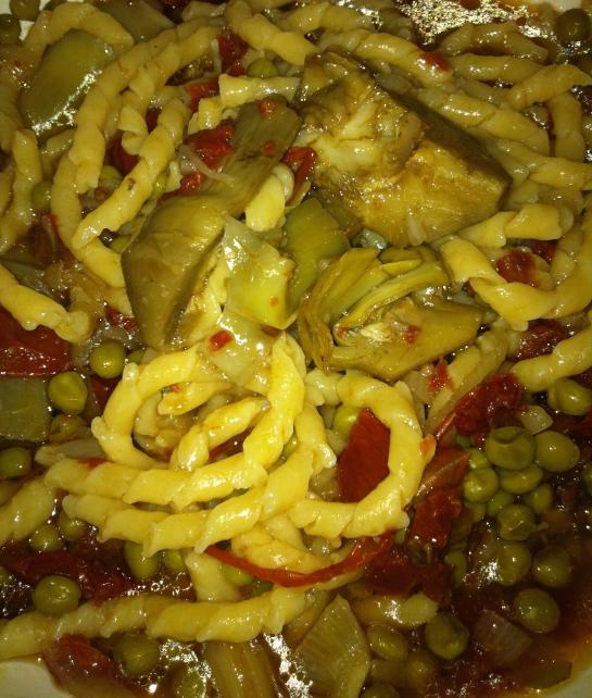 Busiati con piselli,pomodorini secchi e cuori di carciofi